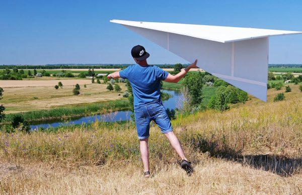 巨大紙飛行機を作ったぞー