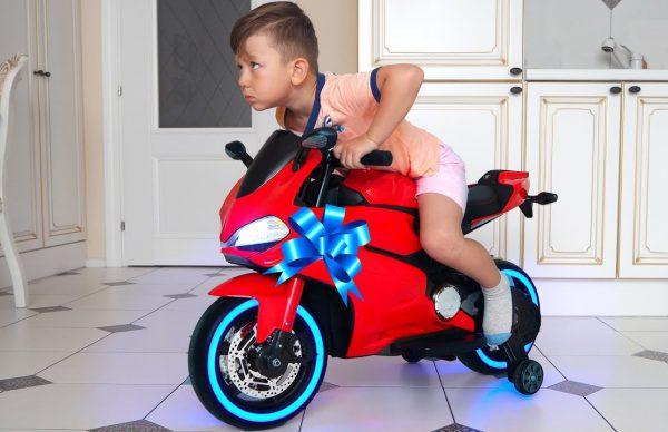 子供用のミニバイクのオモチャがカッコイイ
