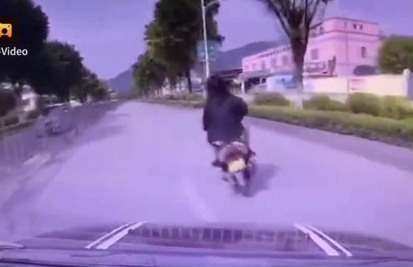 逃げ切れると思うなよ。カッとなったドライバーは・・・