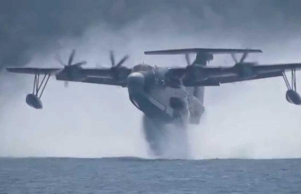 飛行艇US-2の離陸が大迫力!!