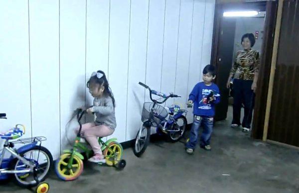 6歳の女の子がドリフト駐車