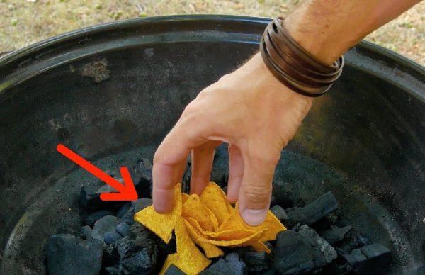 BBQの時にチップスを炭の上においた方が良い理由がこちら