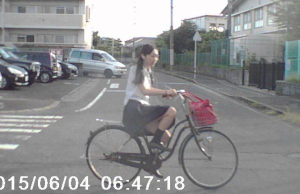 自転車(女子高生)の飛び出しにビックリ!