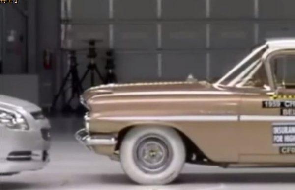 50年前の車と現在の車が衝突すると・・・?