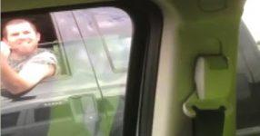 煽り運転の後、中指立てて抜いていったピックアップトラックの運命